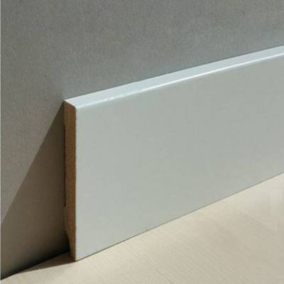 "Sockelleiste / Fußleiste ""Zwickau"" Massivholz - Kiefer 60 - 80 mm Kiefer deckend weiß lackiert"