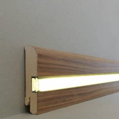"""Licht - Fußleisten / Licht - Sockelleisten """"Kiel"""" (Echtholzfurnier - 20.80.23L) - Nussbaum lackiert"""