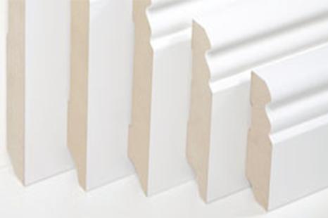 Verschiedene Profile und Höhen bei Sockelleisten weiß